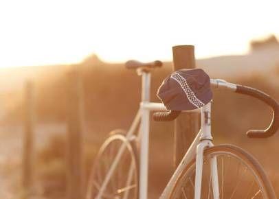 Inédita em Portugal, a Rasto é uma marca 100% portuguesa e 100% artesanal, que se dedica à criação de roupa para amantes do ciclismo urbano   Saiba mais pormenores:  #Portugal #ciclismo #moda