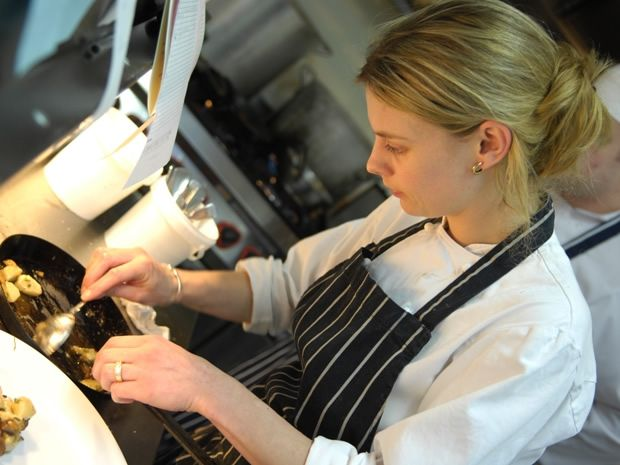 Emily Watkins, chef proprietor at The Kingham Plough, trained under Heston Blumenthal. #Cotswolds #GreatBritishMenu