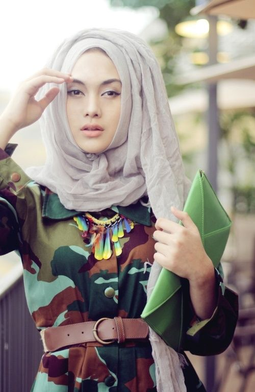 Love the hijab style and how it's combined with the outfit. Stunning!