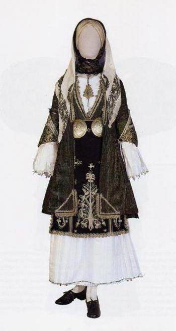 Ενδυμασία από τον Αλμυρό του Βόλου - Γιορτινή φορεσιά από τη Μαγνησία. Αρ. κατ. 8301