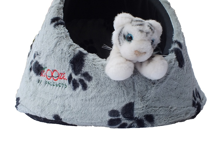 All cats love to hide & cuddle down  The cat Igloo ensures they can do it comfortably & in style