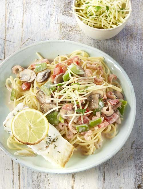 Spaghetti met kabeljauw en groentesaus met garnalen