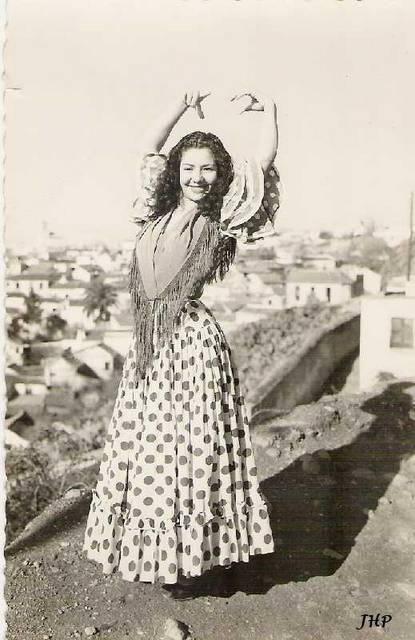 Gypsy Living Traveling In Style  Serafini Amelia  Gypsy Queen-Dance Stance-Gitana en zambra Sacromonte