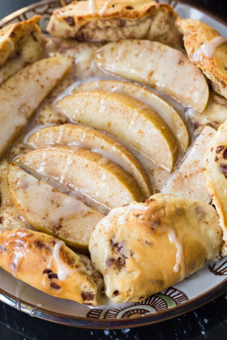 This cinnamon roll apple galette is a fun twist on the traditional French galette, using cinnamon roll dough wrapped around apples. via @recipeforperfec sponsored by @walmart #EasterwithPillsbury