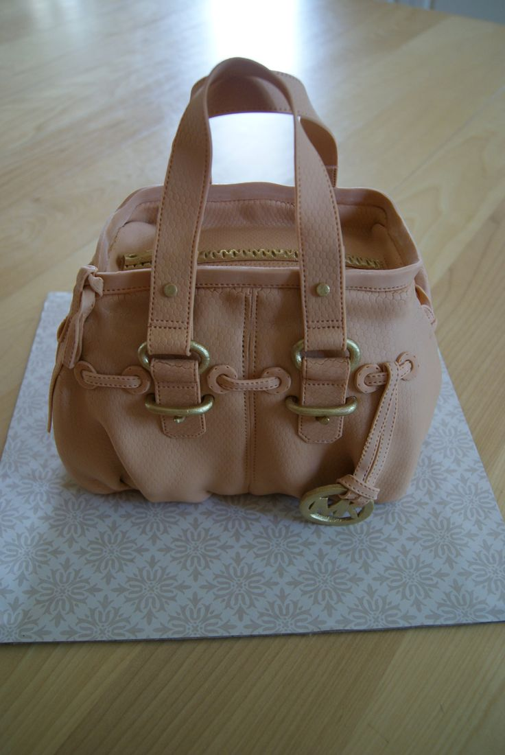 This is my second 3D purse. It is not easy...