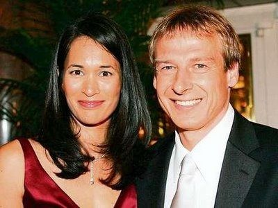 http://fabwags.com/?p=26578 German soccer coach Jurgen Klinsmann, the boss in charge of the U.S National team is married to former model Debbie Chin also known as Debbie Klinsmann, and this lovely soccer wag is the person this article is all about! #jurgenklinsmann #debbiechin #debbieklinsmann#lailaklinsmann #jonathanklinsmann @fabwags