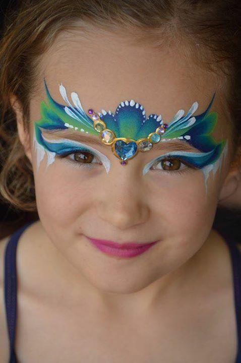 Prinsesje met schmink en body jewels.