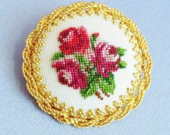 3 Roses NEEDLEPOINT  gold Pin