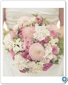 bruidsboeket-zachtroze-wit-handgebonden