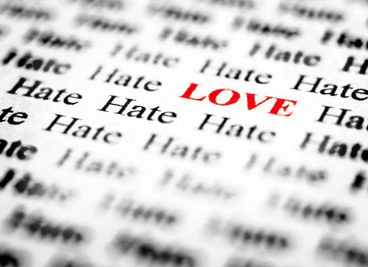 Nun aber bleibt Glaube, Hoffnung, Liebe, diese drei; aber die Liebe ist die größte unter ihnen.      (1.Korinther - Kapitel 13 Vers 13   Das Hohelied der Liebe) ...<3