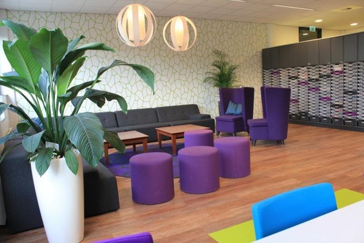 Personeelskamer loungehoek en postvakkenkast Alfrink College in Zoetermeer