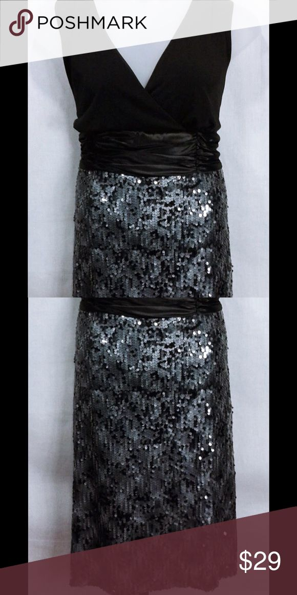 165915 Dressbarn Luxe Cocktail Dress Size 22W A dress that's simply stunning; this sequined glamorous style has us falling for glitz. A mix of black and gray hues with a metallic-like sheen gives your classic LBDs some chic competition. Our fave detail? A front and back v neckline takes this dress to the next level of glam.  Wide banded cinched waist Sequined skirting Front and back v neckline Sleeveless Has stretch Size 22W MSRP $74 Dress Barn Dresses Mini