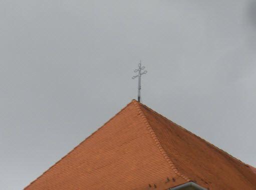Ferences templom kereszt a tetőn - (Géza király tér 12.)