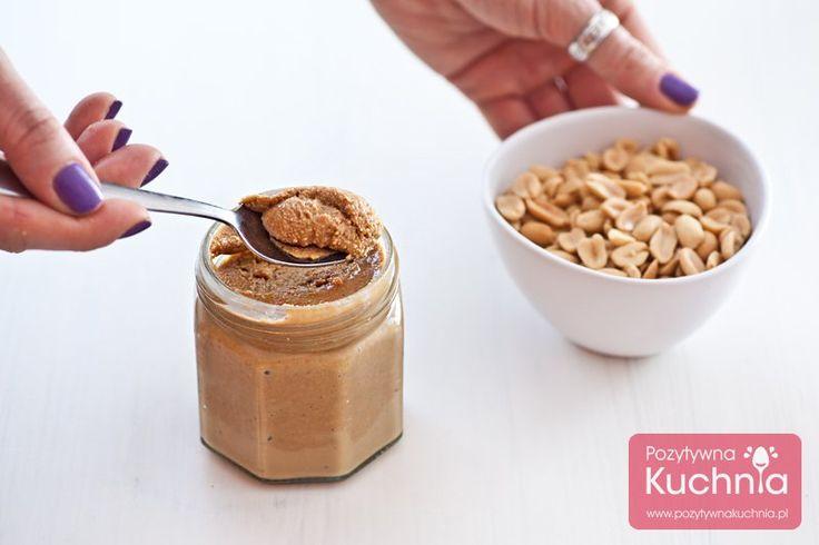 Przepis na masło orzechowe z orzechów arachidowych znanych też jako orzeszki ziemne. Pyszne, zdrowsze i mniej kaloryczne, najlepsze domowe masło orzechowe.