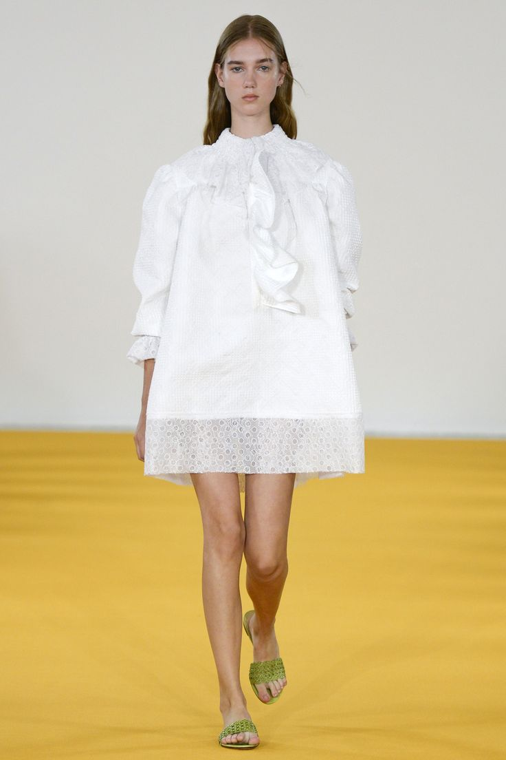 Emilia Wickstead Spring 2017 Ready-to-Wear Collection Photos - Vogue