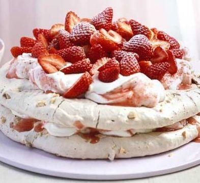 Praline Meringue Cake De Buena Mesa
