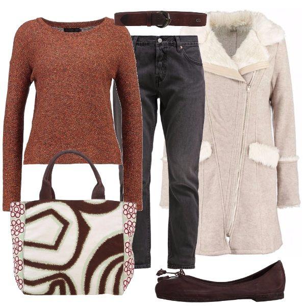 Questo look è pensato sui toni del marrone. La maglia girocollo è indossata con i jeans baggy color carbone e con le ballerine con nappine. Per finire. una cintura monocolore e una borsa shopping di Pinko molto bella.
