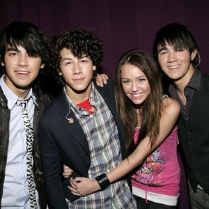"""""""Miley Cyrus and Nick Jonas""""  i miss this old miley.. i miss this old nick... i miss niley~ i miss the old time..   ='/"""