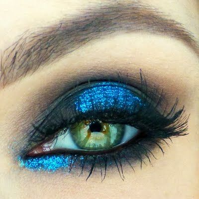 Izabella surely knows how to glam up! Her bright blue shimmery lids are topped off by dramatic fringes.She used the gifts she received from Tweezerman #realbeautygenius. The ProMaster Lash Curler is especially designed to work with almond shaped and deep set eyes and reaches every strand.