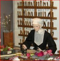 Vieux outils et art populaire: Fer à fleur artificielle - Boule à gaufrer