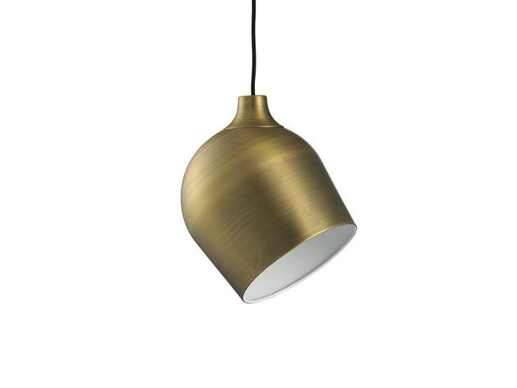 365° North hat eine besondere und zugleich ganz schlichte Lampe entworfen. Ihr Ausdruck ist minimalistisch, cool und industriell.
