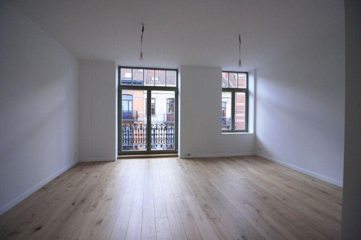 - te huur - Duplex - 2 slaapkamers  -  - verdieping: 3  1 douche(s) -   1 toilet(ten) -   - parlofoon - oppervlakte keuken: 10 m2 - oppervlakte living: 21 m2 - oppervlakte terras: 10 m2
