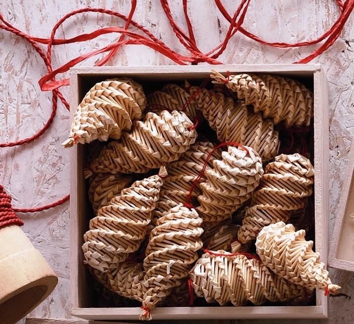 §§§ : straw pinecones