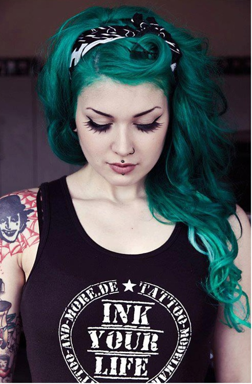 Emerald green hair...omg love. She pulls it off!