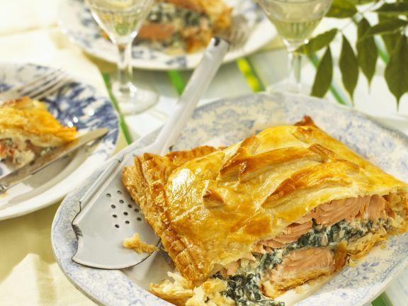 Lachs mit Spinat und Ricotta in Blätterteighülle ist ein Rezept mit frischen Zutaten aus der Kategorie Blätterteig. Probieren Sie dieses und weitere Rezepte von EAT SMARTER!