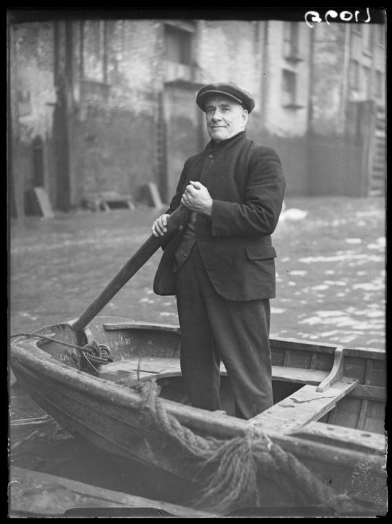 A photograph of Charlie Lardner - the Wapping boatman, taken in December 1938 by Saidman.