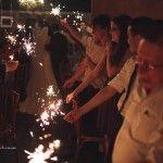 """Ao inves da tradicional chuva de arroz usar as velas de aniversário """"sparklers"""" . Foto by Rafael Canuto"""