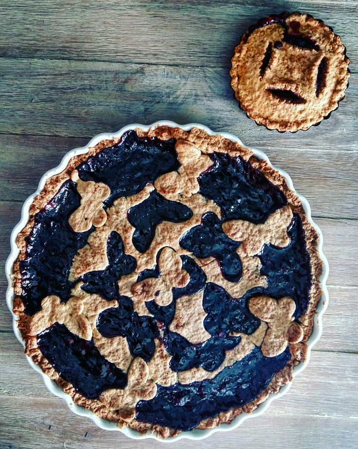 #donkeyandthecarrot #blueberry #pie #strawberry #rasberry #chocolate #dough #dessert