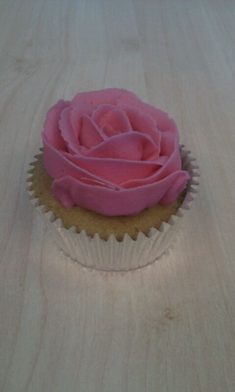 Cupcake with flower icing.