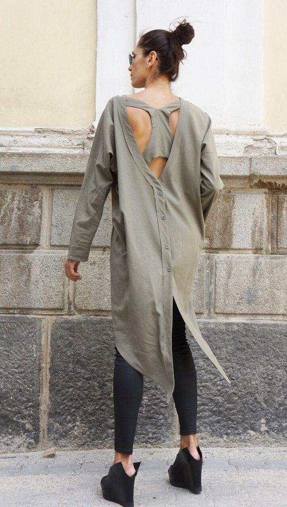 Extravagante vleiende losse shirt asymmetrische linnen top, zo elegant en comfortabel.. .side zakken  Bouwen in Racer rug :) ***  Het is een onderdeel van een shirt! Perfecte oplossing voor uw dagelijkse outfit:).. .not alleen... Dit zou omdraaien kledingstuk overal mee naartoe! Uw mode-update, uw home entertainment uw casual stijl, uw strand cover-up, uw partij inspiratie en so... dus...:)  Zijn uniek, Elegant altijd in stijl...  U zult in liefde in die ene :)  Gelukkig zijn en durven te…