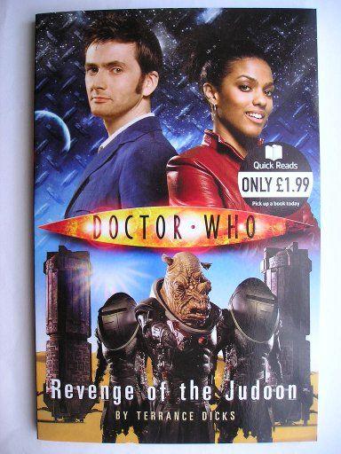 """Il romanzo breve """"Revenge of the Judoon"""" di Terrance Dicks è stato pubblicato per la prima volta nel 2008. È inedito in Italia. È una storia con il Decimo Dottore e Martha Jones. Clicca per leggere una recensione di questo romanzo!"""