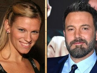 Ben Affleck Dating 'SNL' Producer Lindsay Shookus 3 Months After Jennifer Garner Divorce Filing