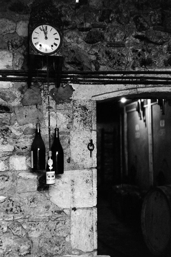 Robert Doisneau: Wine - Pendule du Sancerrois, 1953.