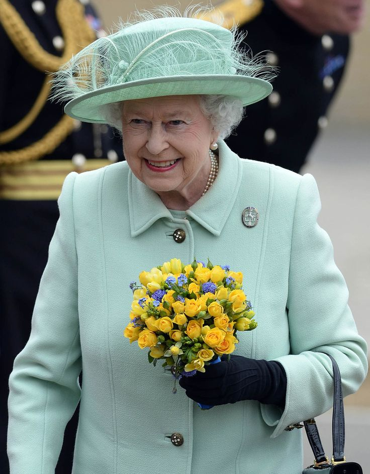 La Regina Elisabetta II, bell'arzilla!