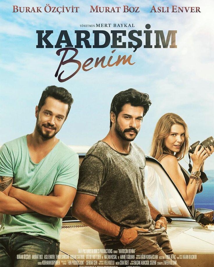 950223 فيلم درام عاشقانه تركيه اي با هنرنمايي  Murat Boz Kardeśim Benim 2016  هاکان که شخصیت آرام و مرموزی داره  هنرمند مشهوری هستش که  سالشه و موسیقی آلترناتیو کار میکنه . هر چند که در تلاشه تا به دور از رسانه ها زندگی بکنه  مسئله ی قهرش با برادرش اوزان  توجه رسانه ها رو جلب میکنه . اوزان هم ستاره موسیقی پاپه که  سال داره . برعکس برادرش  شاد  شوخ طبع  پرحرف و اجتماعیه . دو برادر که میانشون سال هاست که درست نمیشه  مدت زیادی هست که همیدیگرو ندیدن و حتی در زمان بیماری پدرشون هم در زمان های…