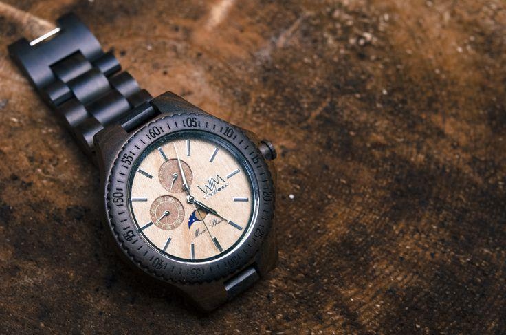 Eclisse WoodMoon watch realizzato al 100% in legno naturale.