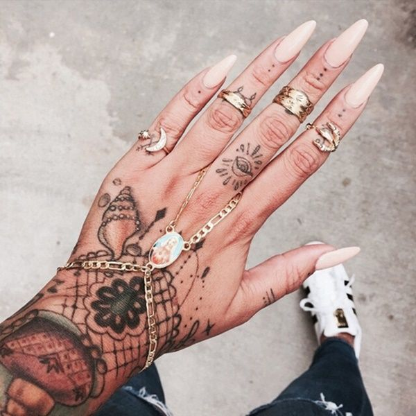hand tattoo ideas (104)