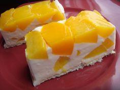 Vaníliás-barackos túrótorta egyszerűen, sütés nélkül. Ínycsiklandó hideg süti!