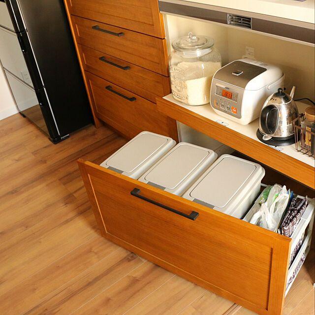 キッチン リクシルdフロア 日立の冷蔵庫 スライド収納 ゴミ箱置き場 などのインテリア実例 2018 04 29 12 18 52 Roomclip ルームクリップ 無印キッチン収納 キッチン リクシル