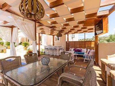 Rethymno villa rental - Shaded dinning area!