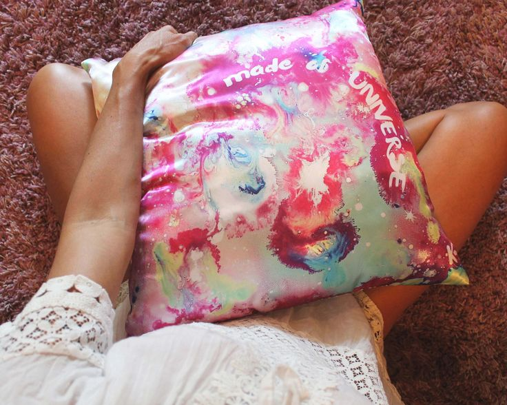 """Cuscino quadrato """"fatto di universo"""" scritta personalizzabile, cuscini decorativi universo, cuscini frase personalizzata, dipinto a mano di laKuki su Etsy"""