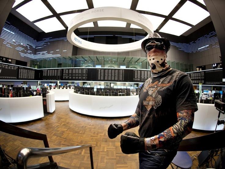 Bizarre Pictures Of Frankfurt Stock Exchange Celebrating The Carnival