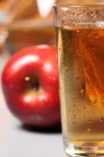 Sapevi che l'aceto di mele biologico è alcalinizzante, antiossidante, fa bene ai capelli e al viso,... Scopri qui una ricetta per utilizzarlo al meglio!