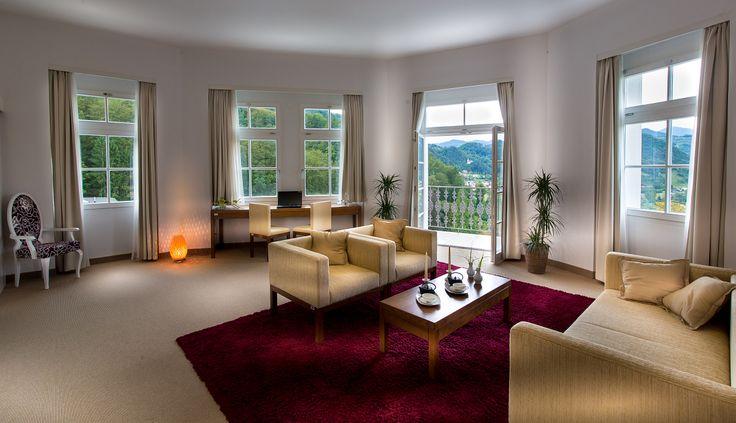 Standardne sobe u Sofijinom dvoru imaju klima uređaj, TV, radio, telefon, mini bar, sef, internet, kupatilo, fen. Neke sobe imaju balkon ili terasu. Apartman - spavaća soba i dnevni boravak. Apartan sa saunom - spavaća soba, dnevni boravak i sauna u kupaonici. #travelboutique #Slovenia #Rimsketerme #putovanje #odmor #relaksacija