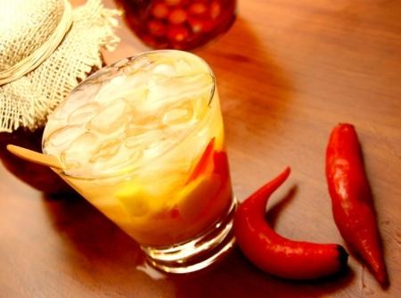 Receita de Caipirinha de Vodka com Pimenta e Manga - Cyber Cook