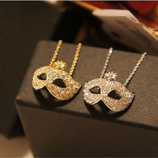 N112 N112 Min.order is $8 (mix order) Free Shipping Wholesale Fashion Fox Mask Rhinestone Short Womens Necklace $0.97